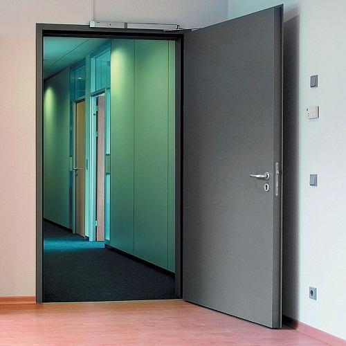 Двери для гостиниц – критерии и требования