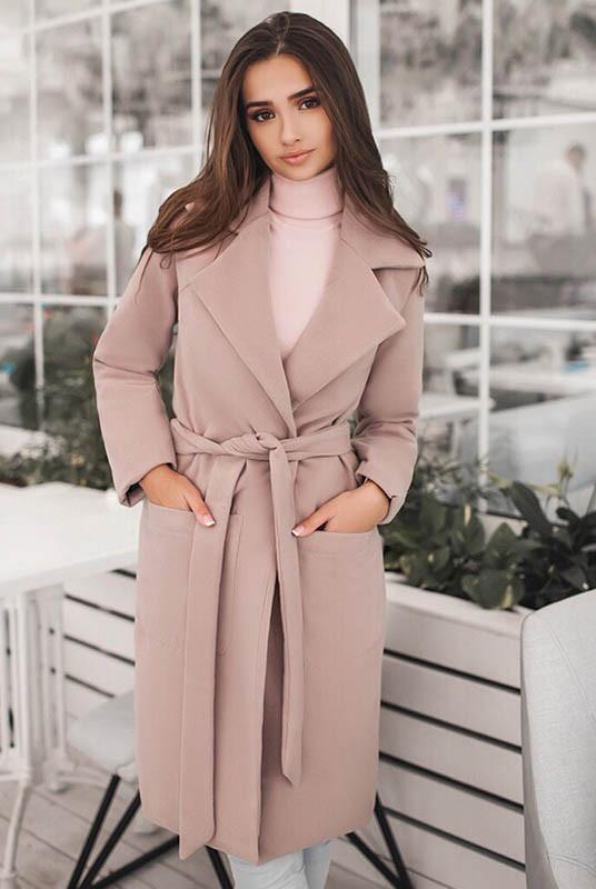 Желающие купить пальто оптом могут сделать удачные покупки в нашем магазине