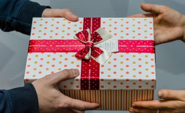 Что подарить маме на 58 лет: 39 идей подарков и сюрпризов