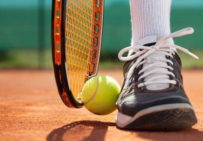 Ассортимент экипировки для большого тенниса: ракетки, теннисные наборы, кроссовки