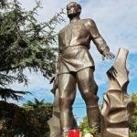 В Симферополе открыли памятник Амет-Хану Султану