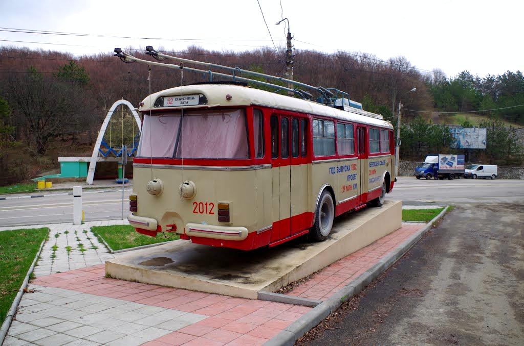 Памятник троллейбусу