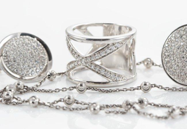 Как выбрать обручальные кольца, серьги, колье и цепочки?