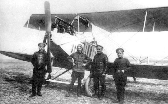 Константин Арцеулов на лётном поле