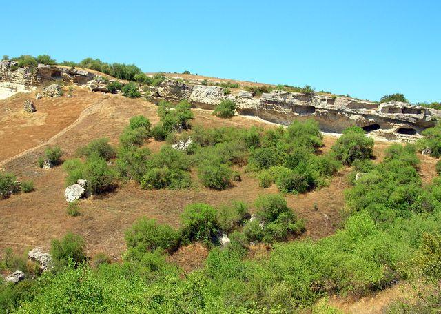 Пещерный город Бакла в крымских горах