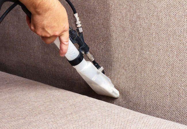 Чем мы чистим диваны на дому? Цены на услуги по химчистке мебели