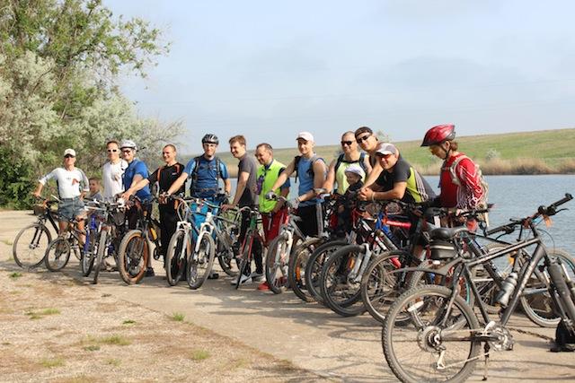 Участники на месте пересечения Северо-Крымского канала и  Перекопского Вала.