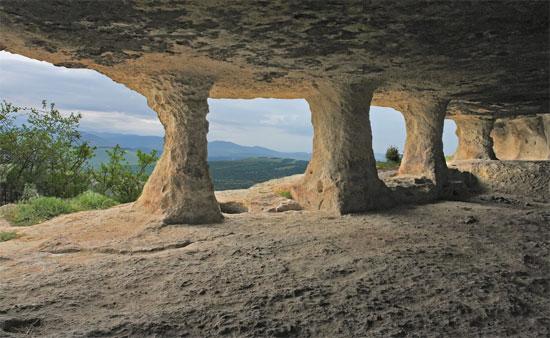 Пещерный Челтерский монастырь