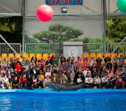 Дети из Алуштинского интерната посетили дельфинарий