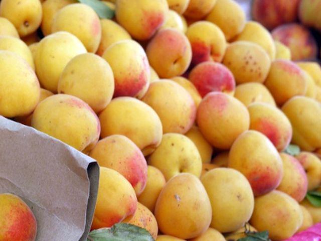 Напоенные солнцем крымские фрукты