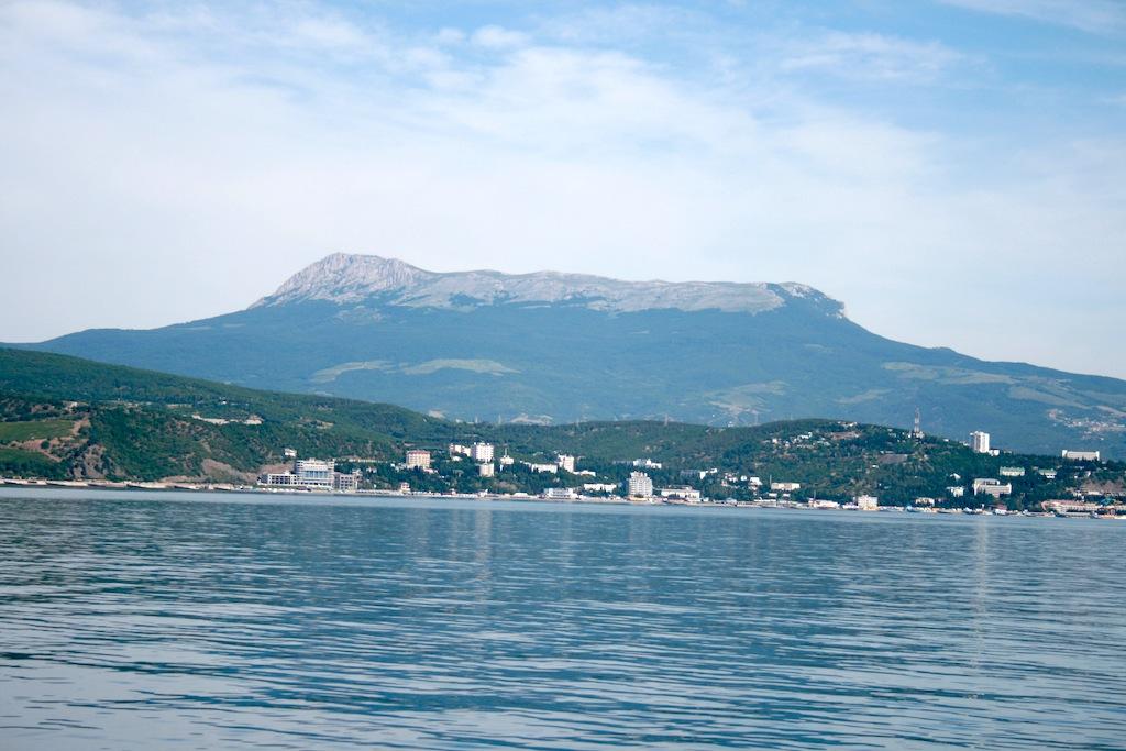 Крымские горы - фото с моря