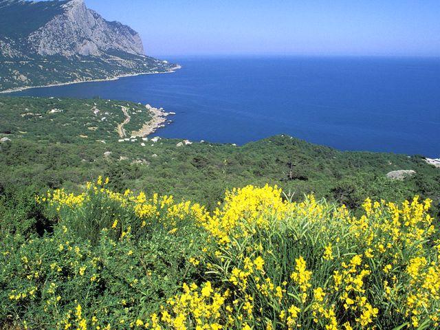 Вид с гор на море