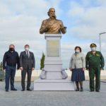 В аэропорту «Симферополь» установили 3-метровый памятник Ивану Айвазовскому