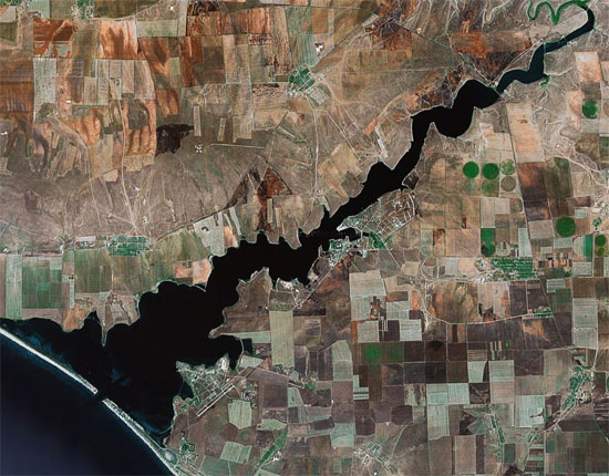 Озеро Донузлав, фото из Космоса