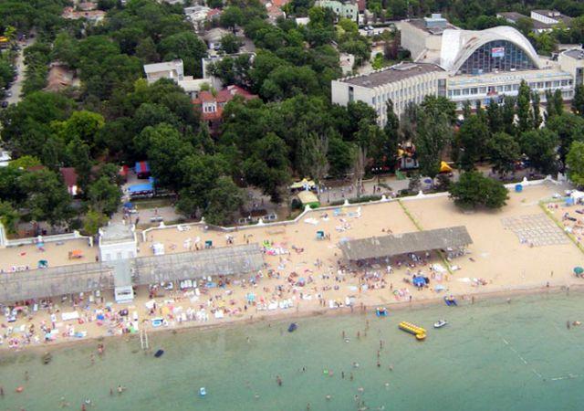 Евпаторийский пляж во время куротного сезона