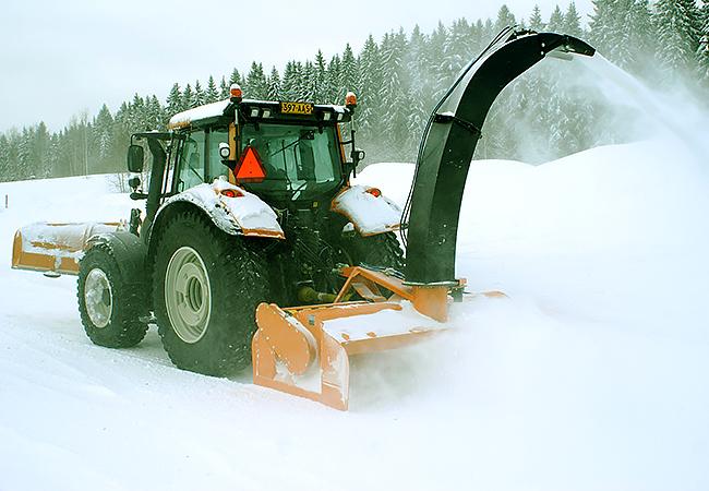 Комбинированные дорожные машины. Отвал для снега