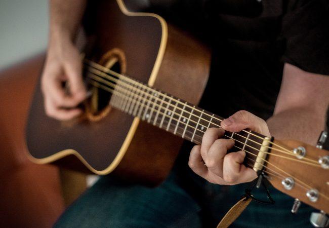 Игра на музыкальных инструментах в Киеве и в г. Ирпень