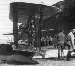 """М-5 с флотским кодовым номером """"37"""" из состава 1-го корабельного авиаотряда. Черное море, 1916 г."""