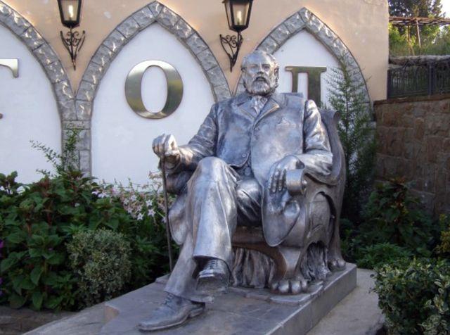 Памятник Князю Голицыну в Крыму