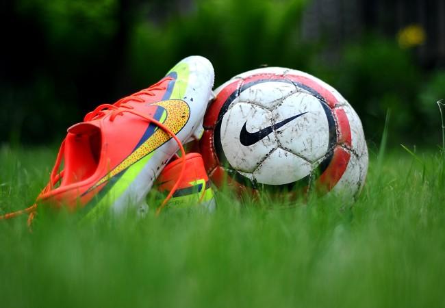 Как выбрать бутсы и мяч для футбола?