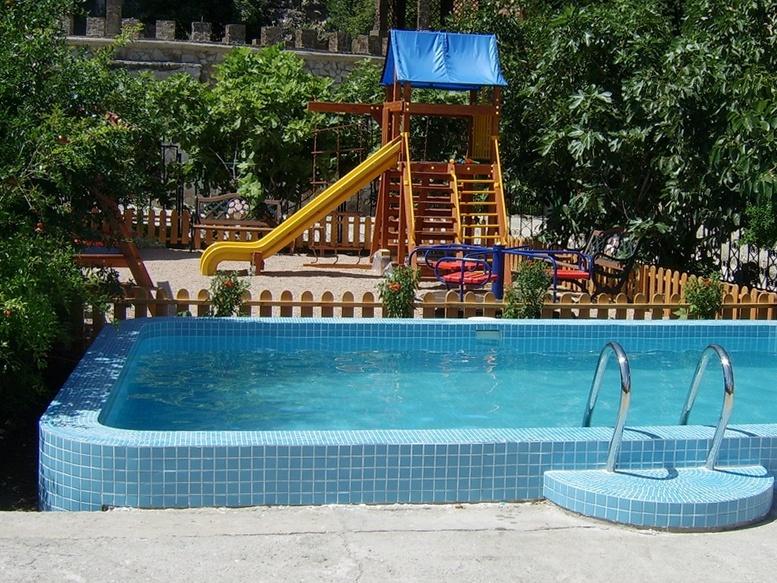 детская площадка отеля Villa Balgatura 4*