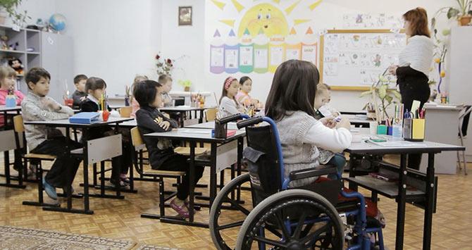 inklyuzivnym-shkolam-v-rossii-byt2