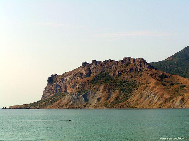 Хребет Кок-Кая - в переводе - голубая скала