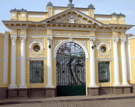 Вход в караимские кенасы, Евпатория, Крым