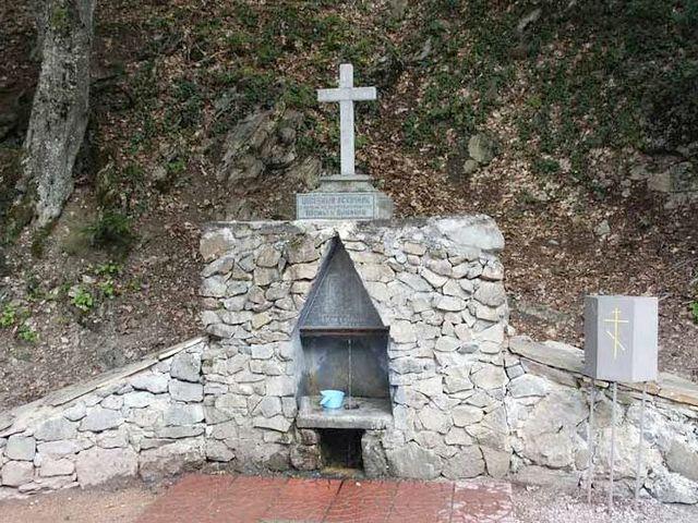 Святой источник на територии монастыря