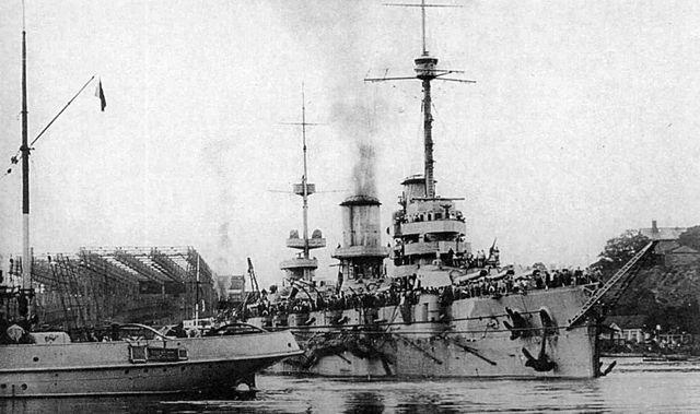 линейный корабль «Императрица Мария» выходит из верфи