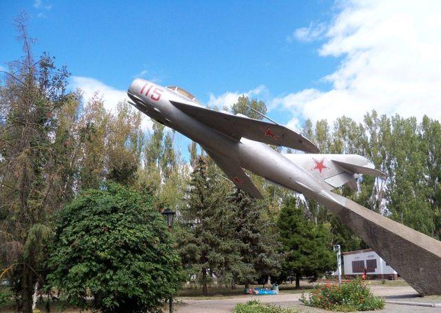 МИГ -15 в городе Армянске, северный Крым