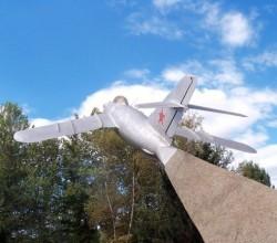 Памятник советским лётчикам в Армянске, северный Крым