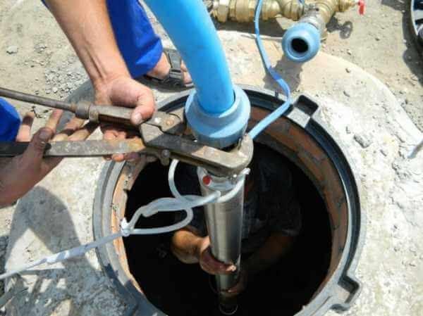 Как установить погружной насос в скважину