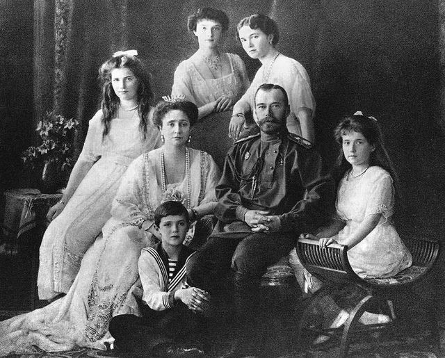 Николай II с семьёй