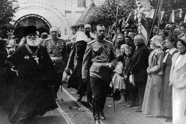 Народ приветствует своего Царя