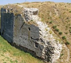 Руины западного бастиона Перекопской крепости