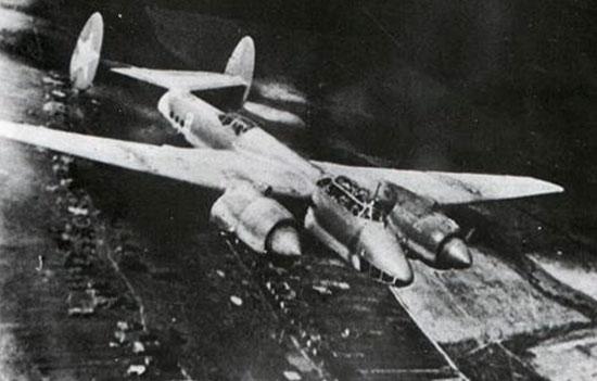Советский бомбардировщик Пе-2, 1944