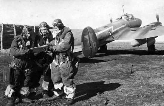 Экипаж бомбардировщика Пе-2