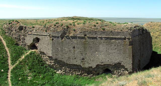 Руины западного бастиона перекопского вала