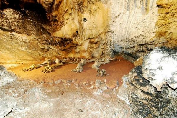Эмине Баир Хосар – пещера в Крыму