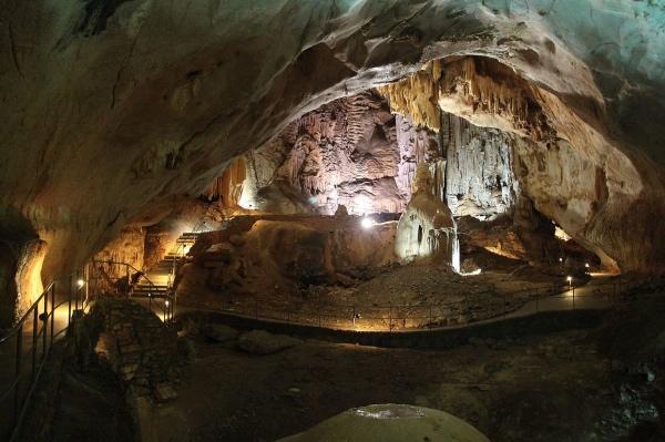 Самый красивый зал пещеры Эмине Баир Хосар – Кечкемет