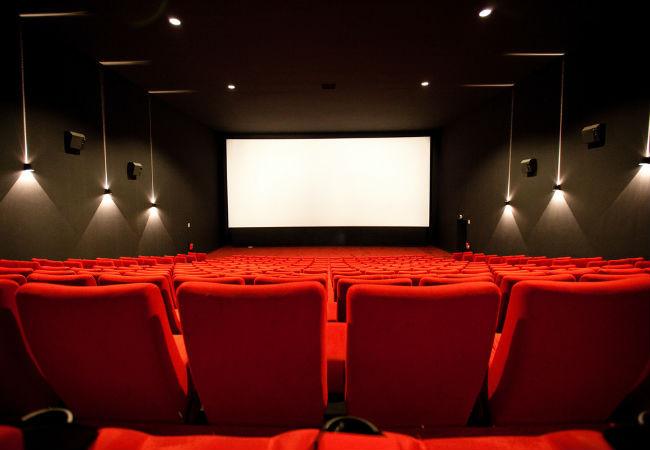 Почему кинотеатры популярны в 21 веке?