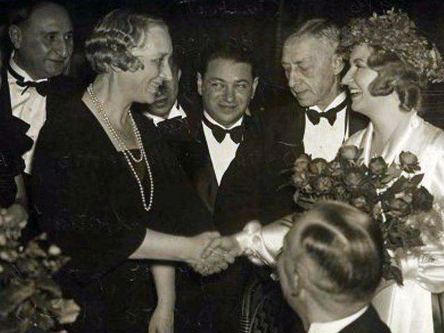 Андрей Седых (в центре), Чета Буниных и их друзья