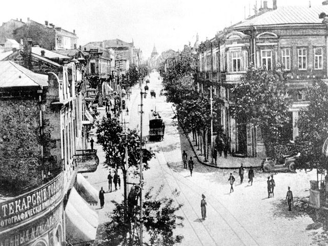 Трамвай на улицах старого Севастополя