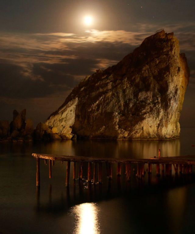 Скала Дива при лунном свете. Симеиз