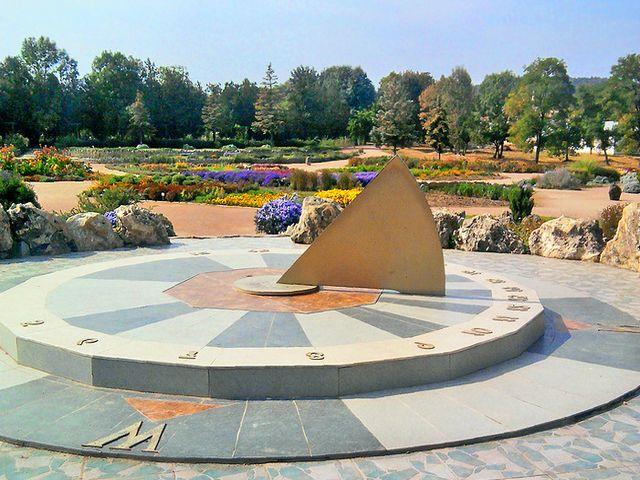 Солнечные часы в Воронцовском парке