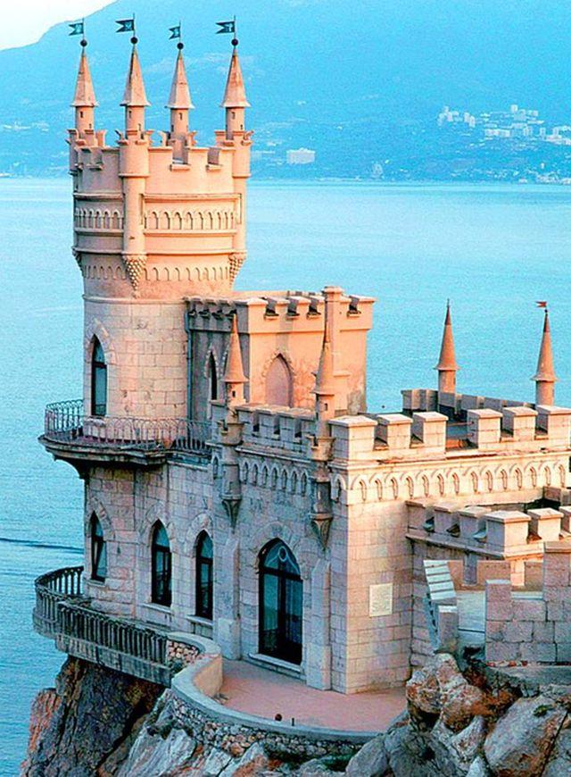 Ласточкино гнездо - жемчужина южного берега Крыма