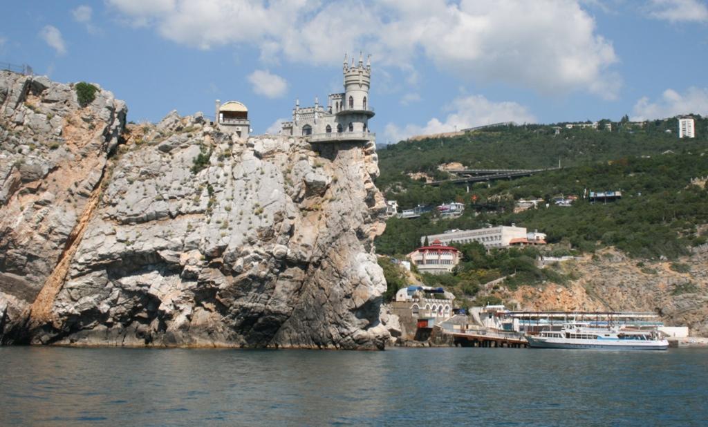 Ласточкино гнездо на скале Авроры в Крыму