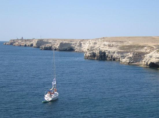 Яхта у берегов Тарханкута