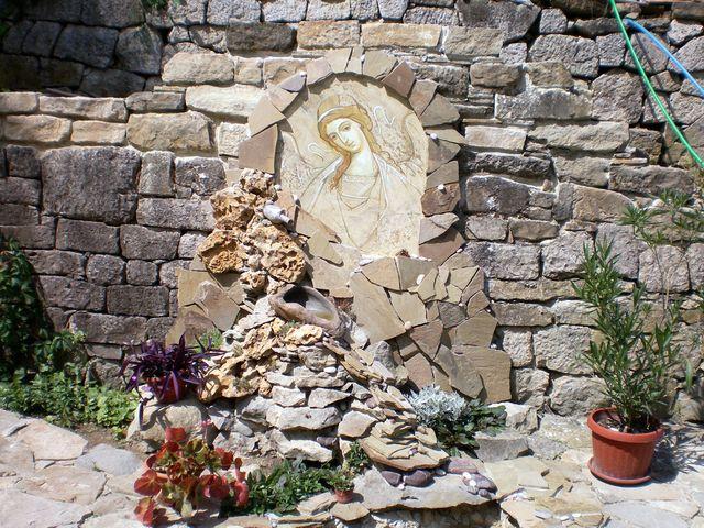 Лик Ангела на стене Топловского Монастыря